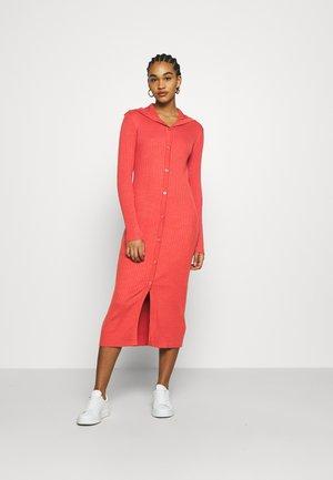KATJA DRESS - Strikket kjole - red