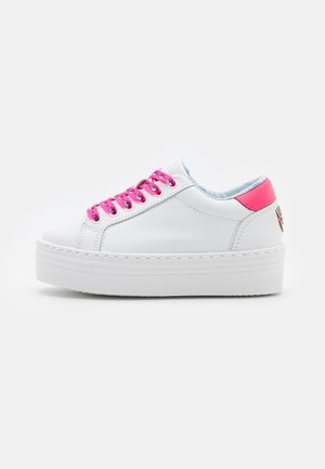LOGOMANIA - Trainers - white/neon pink