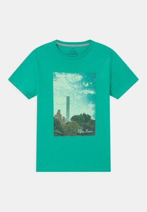 BERNARDO - T-shirt con stampa - green