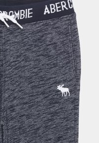 Abercrombie & Fitch - LOGO - Tracksuit bottoms - textured navy - 2