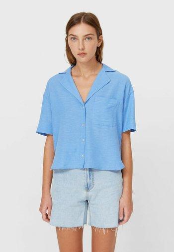 RUSTIKALES MIT KURZEN ÄRMELN - Button-down blouse - light blue