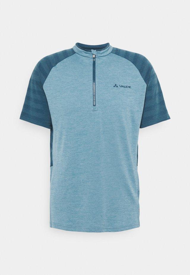 TAMARO - T-shirts med print - blue gray