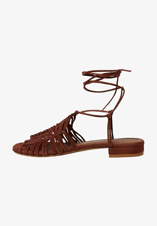 JULIA - Sandalen met enkelbandjes - kognac