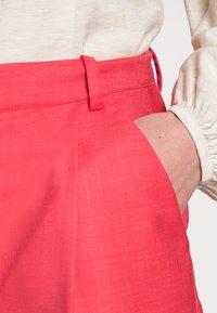 Résumé - ELODIE - Shorts - red - 4