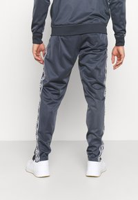 Umbro - ACTIVE STYLE TAPED TRACKSUIT - Tracksuit - indian ink/white - 4