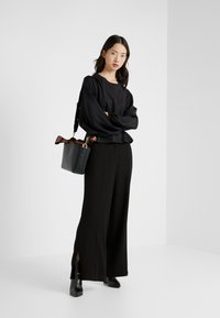 Opening Ceremony - SIDE SLIT PANT - Trousers - black - 1