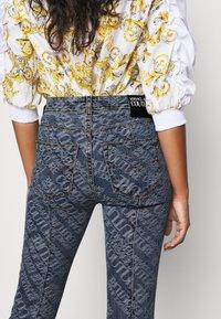 Versace Jeans Couture - Vaqueros pitillo - indigo - 7