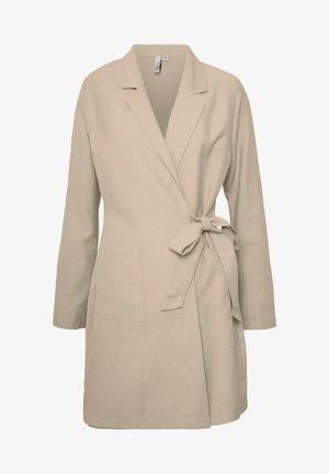 WRAP SUIT DRESS - Korte jurk - beige