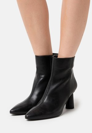 CONE SHAPE BOOTS - Botki - black