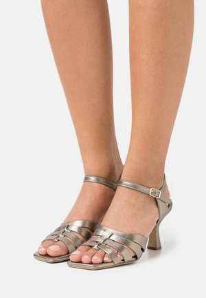 Sandals - lame alba