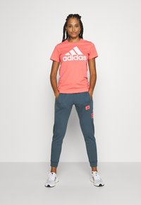 adidas Performance - Joggebukse - blue/light pink