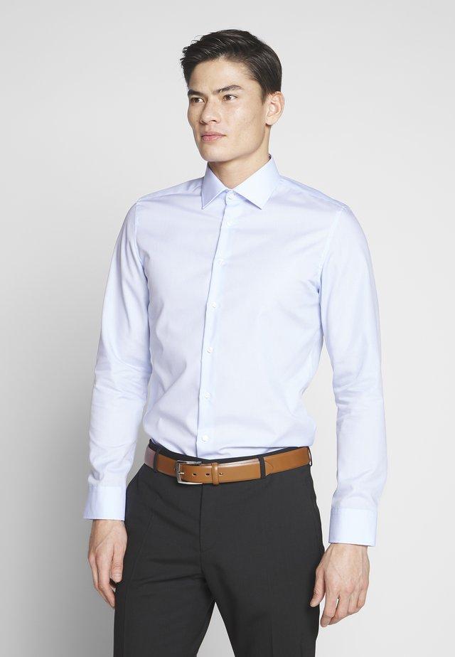 BUSINESS KENT - Formal shirt - light blue