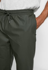 Rains - UNISEX TROUSERS - Trainingsbroek - green - 3