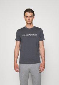 Emporio Armani - Print T-shirt - carbone - 0