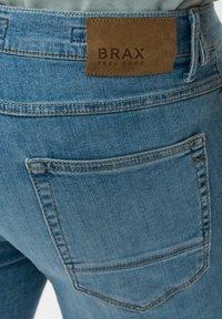 BRAX - STYLE CHRIS B - Denim shorts - vintage blue used - 5