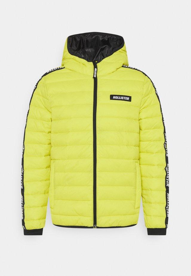 CHANNEL CORE PUFFER - Zimní bunda - neon yellow