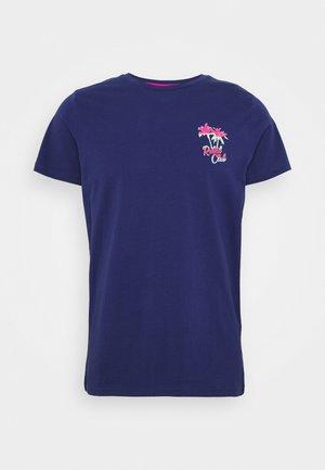 UNISEX CONNER TEE - T-shirt z nadrukiem - blue depths