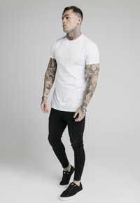 SIKSILK - T-shirt imprimé - white - 0
