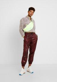 Nike Sportswear - CROP - Mikina - pumice/volt/desert sand - 1