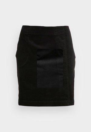 SKIRT EASY SHAPE WITH CUTLINE PLEAT DETAIL SHORT LENGTH - Mini skirt - black