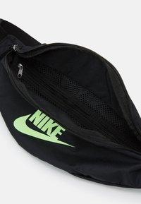 Nike Sportswear - HERITAGE UNISEX - Bæltetasker - black/lime blast - 2