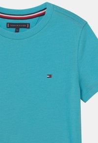 Tommy Hilfiger - ESSENTIAL - T-shirt - bas - bluefish - 2