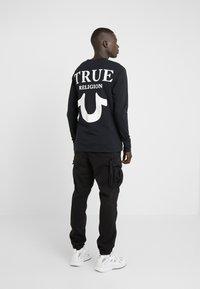 True Religion - LONGSLEEVE LOGO  - Camiseta de manga larga - black - 2