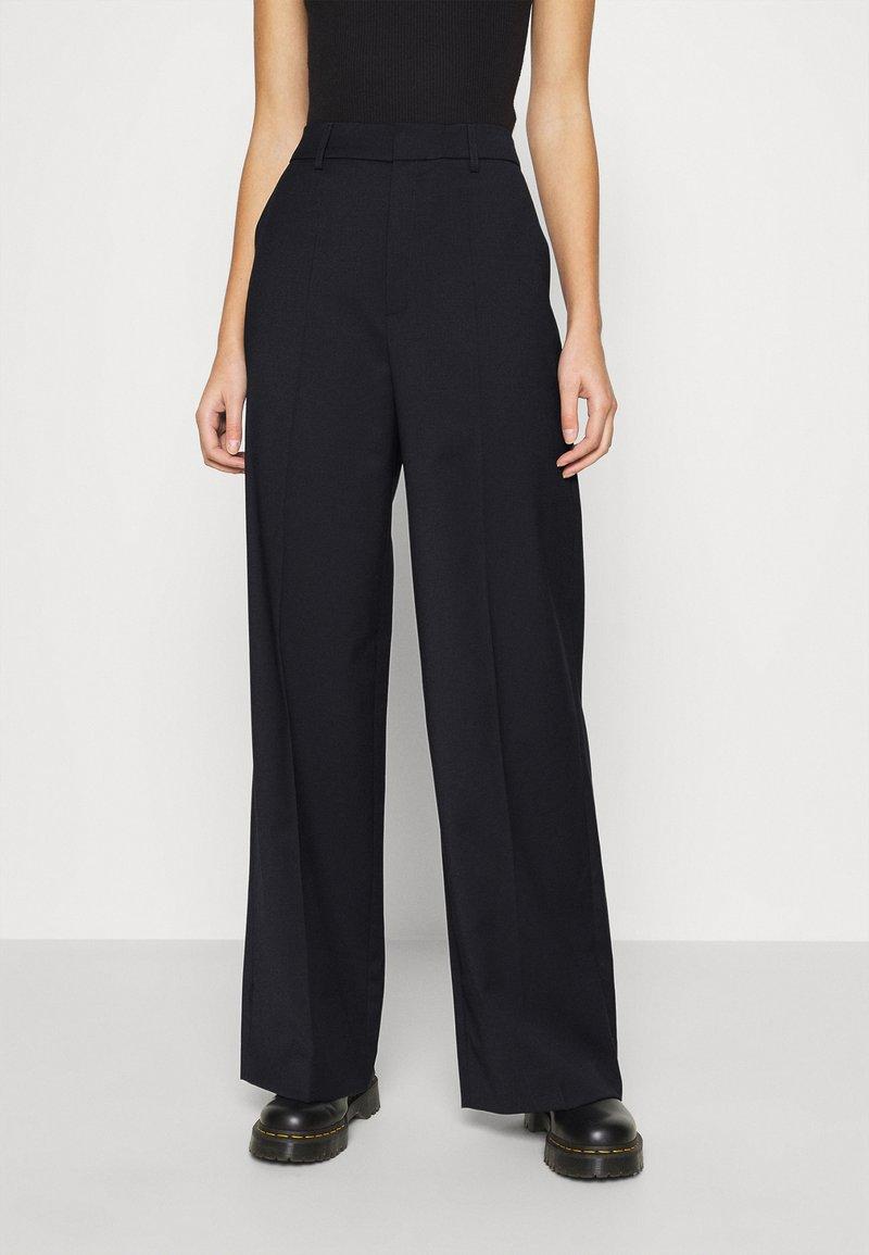 Gestuz - MAGRETHE PANTS  - Trousers - navy