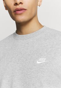 Nike Sportswear - Sweatshirt - dark grey heather/white - 5