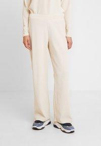 Lounge Nine - LILLIAN PANTS - Kalhoty - warm off white - 0