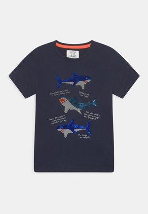 KID - Print T-shirt - deep marine