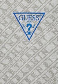 Guess - JUNIOR - T-shirt imprimé - grey - 2