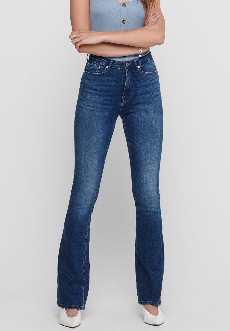 ONLY - Flared Jeans - medium blue denim