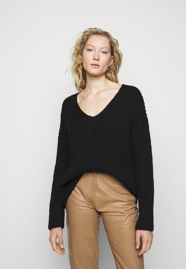 LINNA - Pullover - schwarz