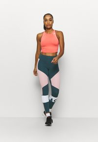 ASICS - COLOR BLOCK CROPPED  - Tights - magnetic blue - 1