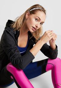 Nike Performance - MIXED HEADBANDS 3 PACK - Otros accesorios - black/white - 0