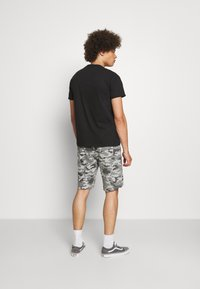 Brave Soul - DISGUISE - Shorts - grey camo - 2