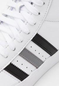 adidas Originals - BASKET PROFI UNISEX - Sneakers high - footwear white/core black/grey three - 5