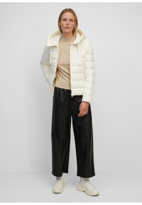 Marc O'Polo - SP, RECYCLED NO DOWN,  RECYCLED, FIX HOOD, WELT POCKET - Light jacket - white sand - 1