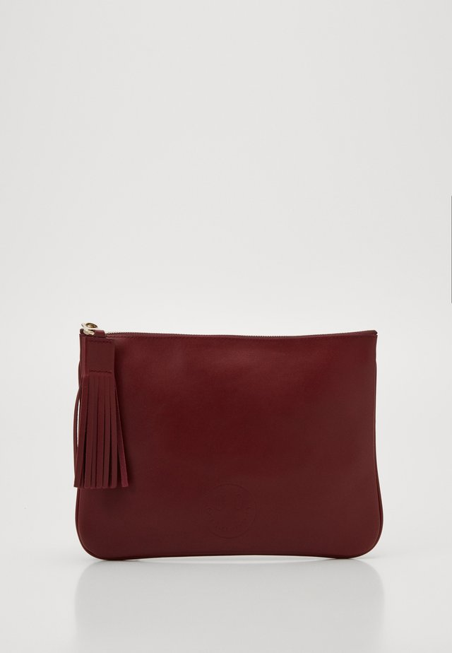 SLOUCHY POUCH - Borsa a mano - oxblood
