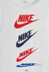 Nike Sportswear - FUTURA REPEAT - Camiseta estampada - white - 2