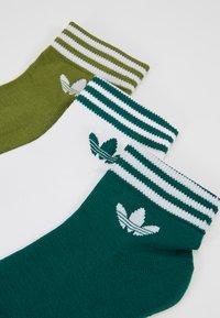 adidas Originals - 3 PACK - Skarpety - green/white - 2