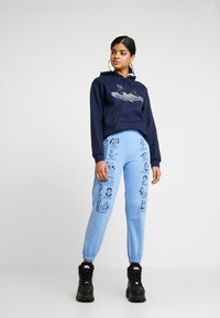 NEW girl ORDER - WHAT'S YOUR SIGN JOGGERS - Pantalon classique - blue - 1