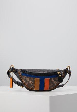 RIVINGTON BELT BAG HORSE AND CARRIAGE - Across body bag - black/brown