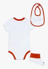 Nike Sportswear - VERBIAGE SET BABY 3 PACK - Geboortegeschenk - white - 1