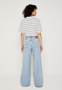 Levi's® - LOOSE ULTRA WIDE LEG - Flared Jeans - middle road - 3