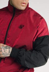 SIKSILK - WINDRUNNER - Giacca leggera - red/black - 4