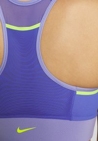 Nike Performance - POCKET BRA PAD - Sujetador deportivo - light thistle/sapphire/lemon - 6
