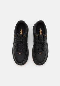 Nike Sportswear - AIR FORCE 1 LUXE - Sneakers laag - black/bucktan/yellow - 5