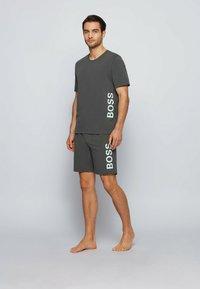 BOSS - Nachtwäsche Shirt - dark green - 1